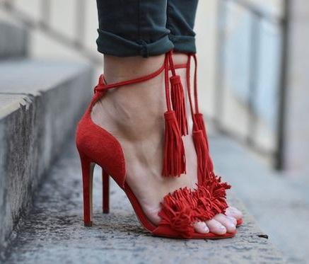 Красная обувь 2021 с чем носить фото образы стильные луки