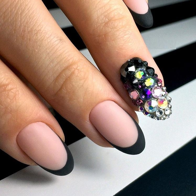 Красивый маникюр на миндалевидные ногти 2018 новинки 66 фото