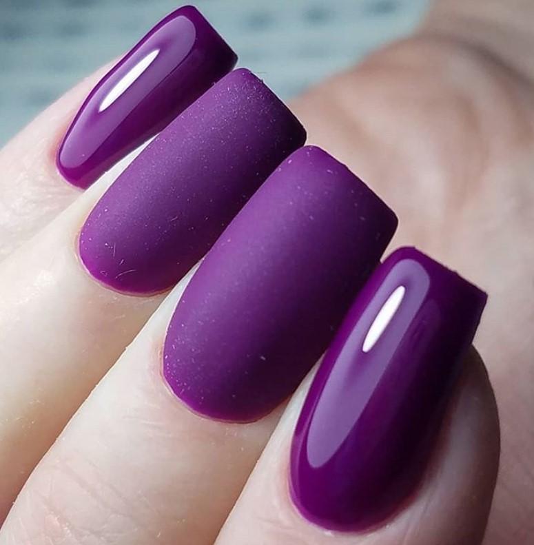 Роскошный, чарующий фиолетовый маникюр гель-лаком 2020 фото