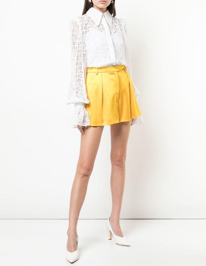 Женские блузки весенне-летнего сезона 2021 - образы, 48 фото