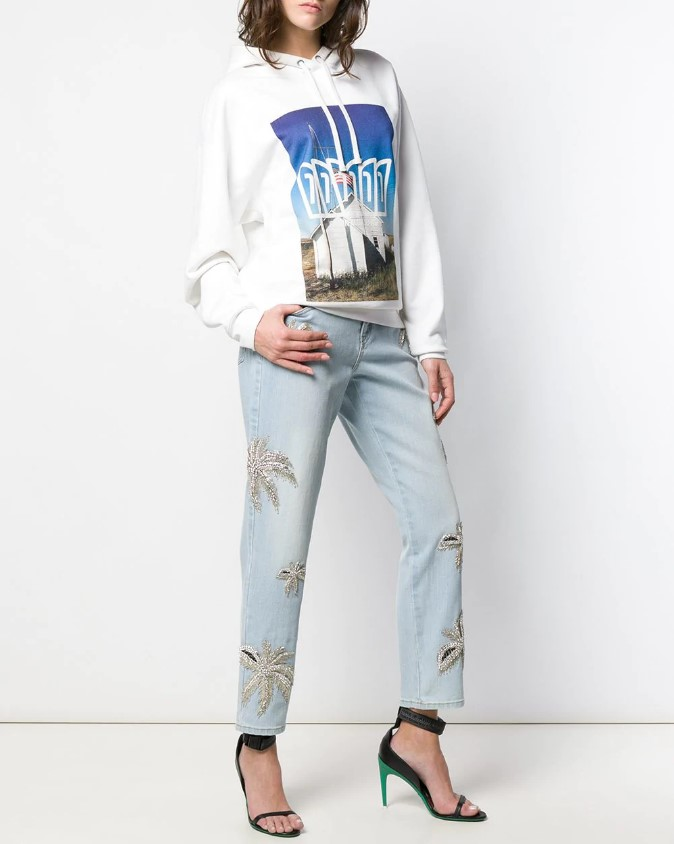 Стильные женские джинсы в модном сезоне весна-лето 2021 фото