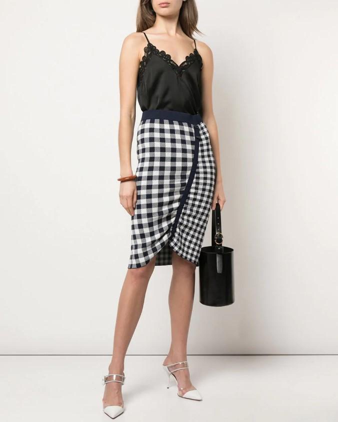 С чем модно носить юбки-карандаш весной и летом 2020: фото