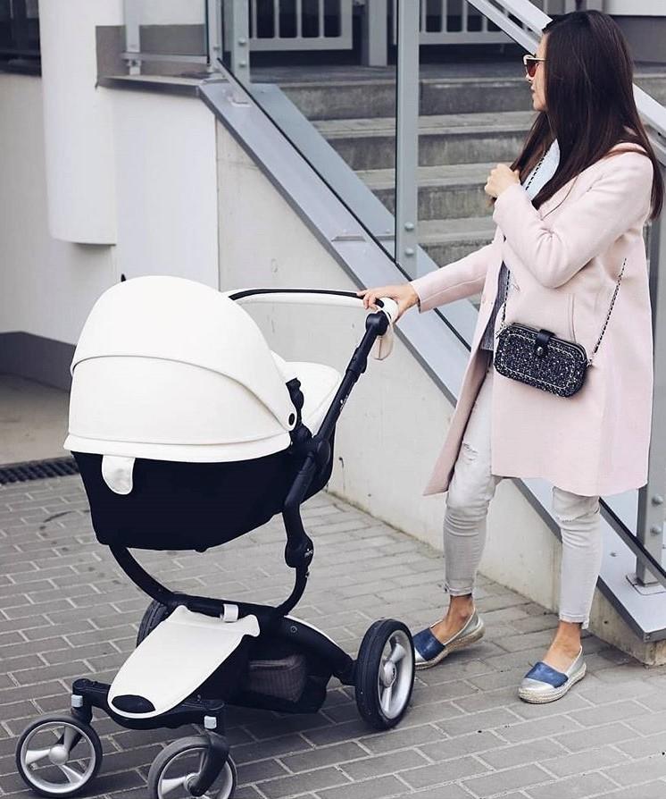 Базовый гардероб для мамы в декрете 2021: фото модных луков