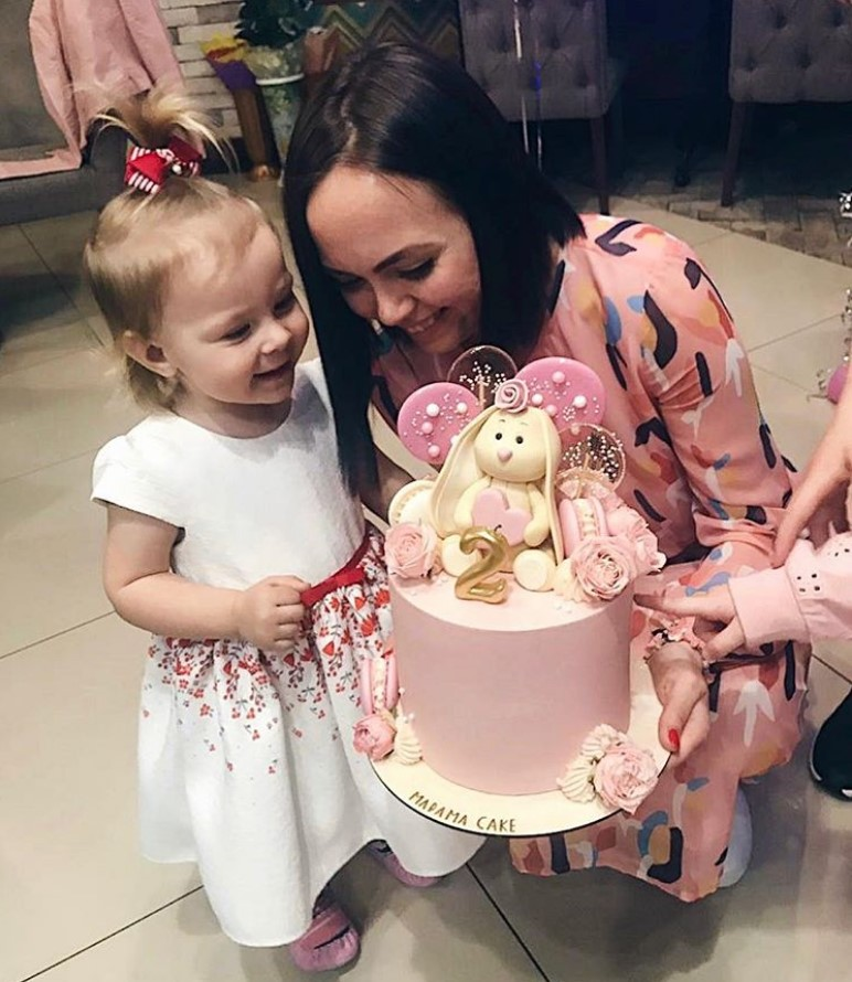 Самые красивые торты для девочек 2021: фото модных идей