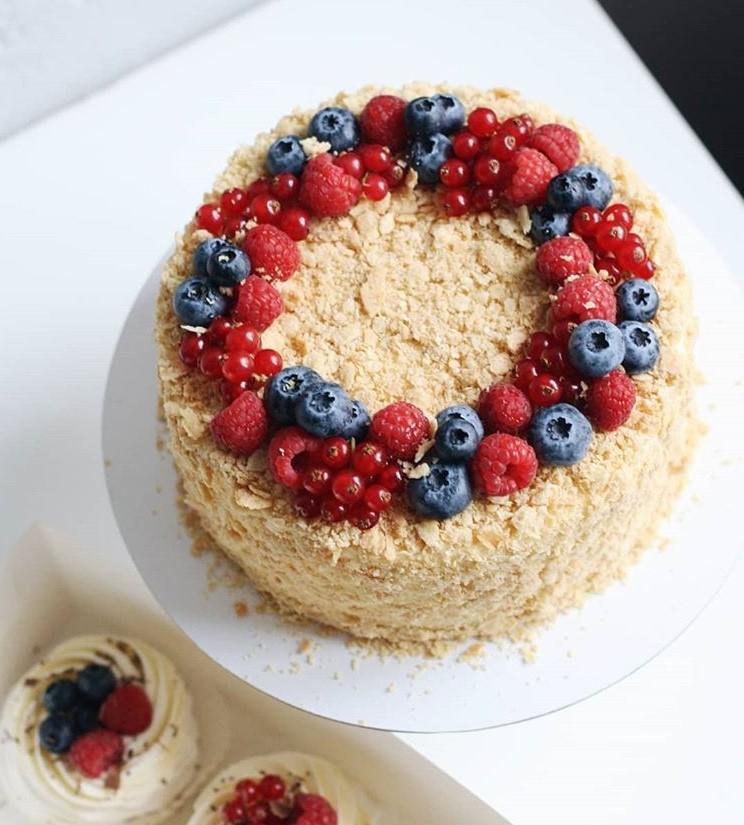 Как красиво украсить домашний торт: идеи 2020 года с фото