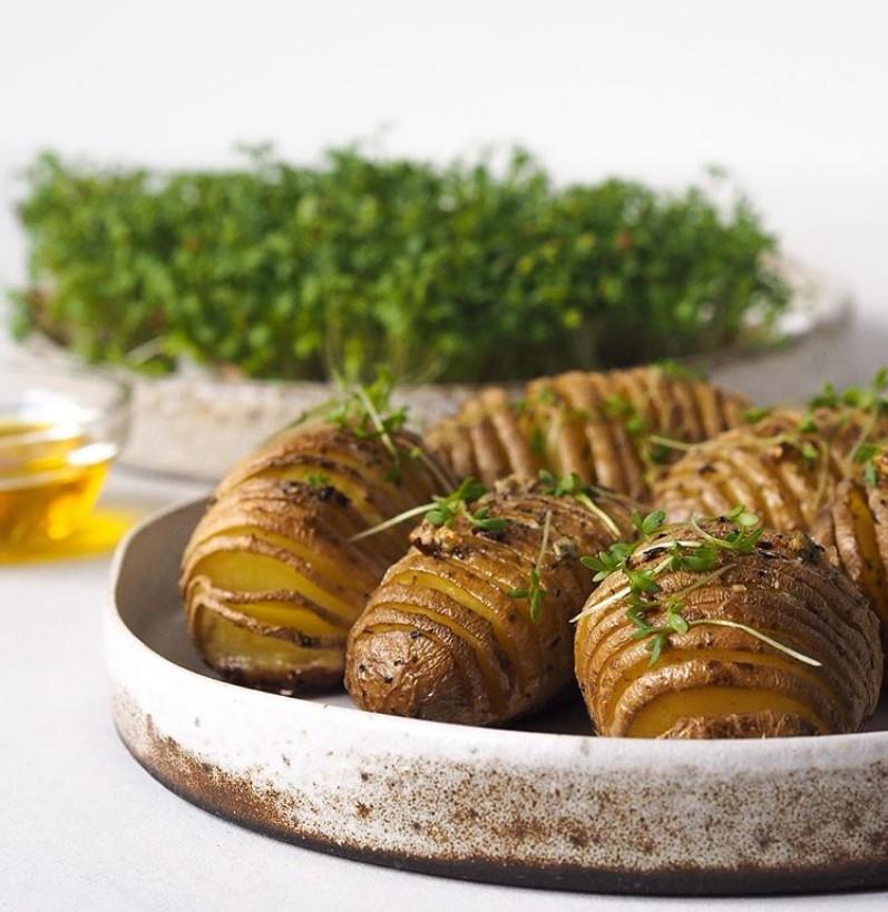 Картофель в мундире, запеченный в духовке – лучшие рецепты