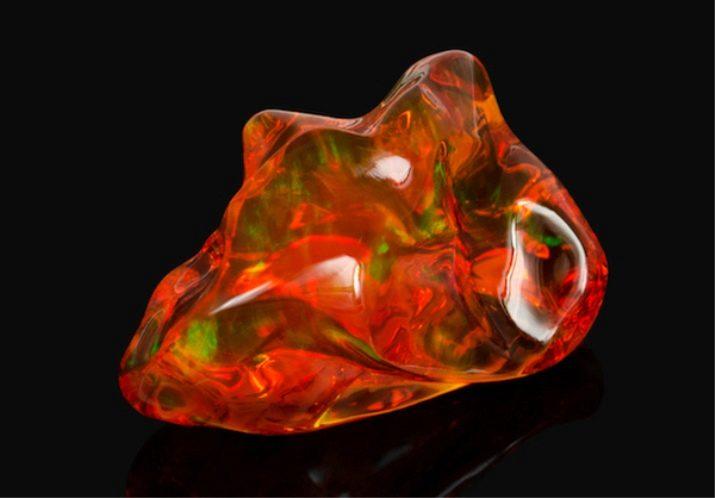 Что представляет собой камень огненный опал?